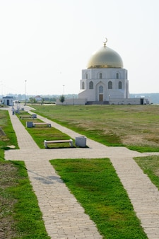 Город болгар, татарстан, россия: памятный знак в честь принятия ислама волжскими булгарами в 922 году.
