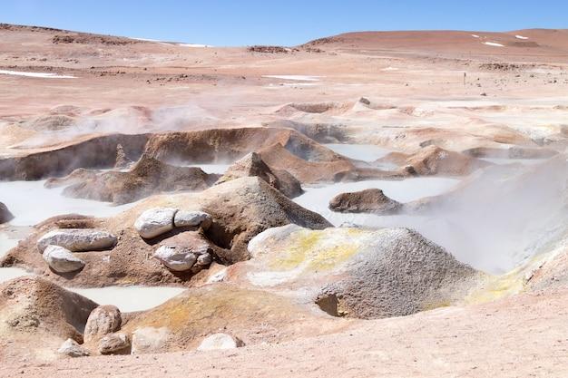 Боливийская достопримечательность гейзер-соль-де-ла-маньяна