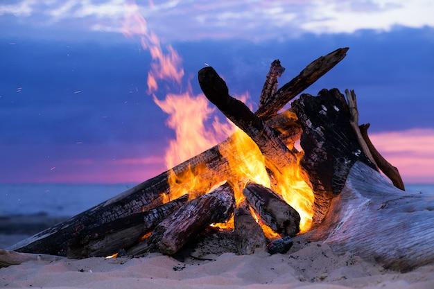 ビーチでbonき火