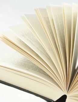 Primo colpo di pagine del libro tornitura