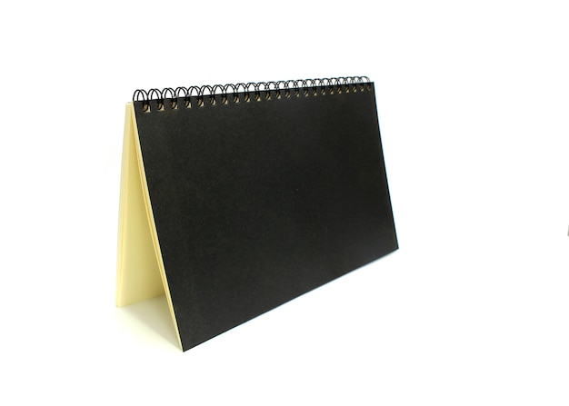 Книга с кольцевым корешком на белом фоне