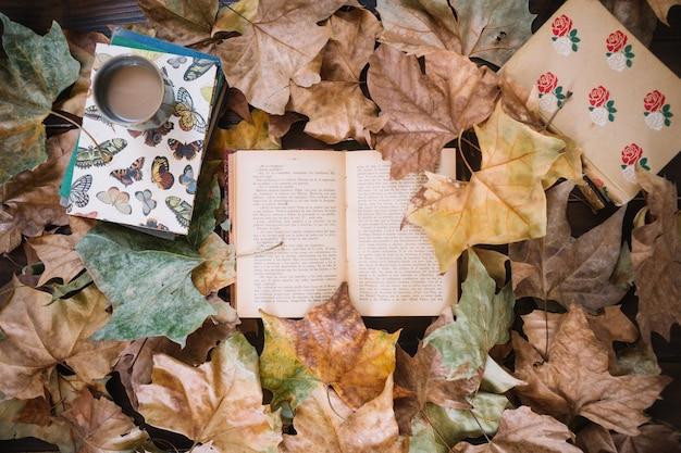 葉の本や飲み物