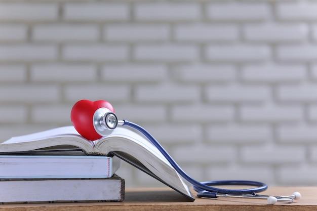 本と聴診器