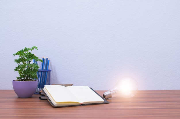 本や物資はあなたの机にあります