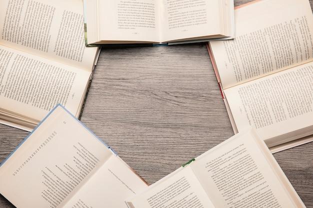 Libri che formano esagono