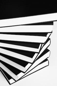 흰색 절연 책 패턴