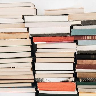 Стопки книг. чтение, концепция образования.