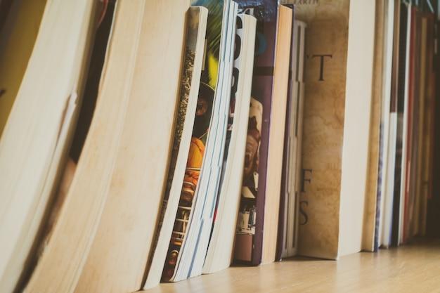 책장 녹색 흰색 문학 공부