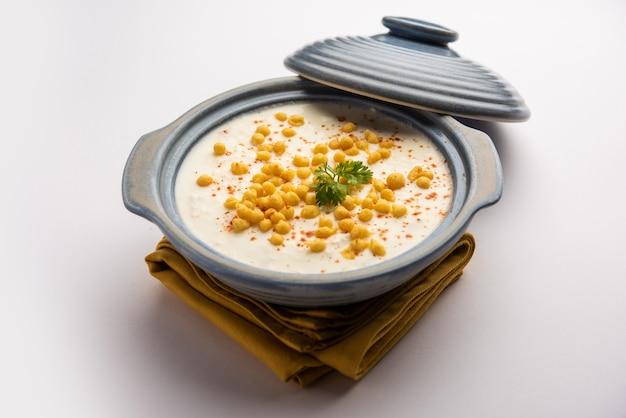 ブーンディライタは、スパイスの効いたヨーグルトとブーンディまたはカリカリに揚げたグラム粉のボールで作られた北インドのおかずの品種です