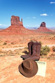 モニュメントバレー、アメリカの前でブーツと帽子
