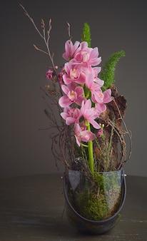 ピンクの蘭の花束
