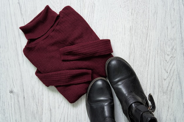 Bordeaux turtleneck and black shoes