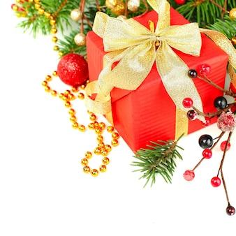 Граница на рождество - сладкая ягода падуба, зимний подарок и рождественская елка