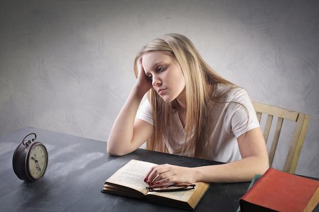 지루한 학생 소녀