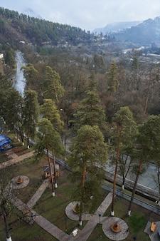 조지아주 보르조미시. 산 중 도시입니다. 깨끗한 공기와 자연의 아름다움.