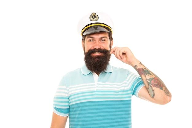 嵐や風で遊ぶために生まれました。白で隔離された船長。幸せな船長は口ひげを回転させます。船の船長。キャプテンの制服を着たひげを生やした男。ワールドクルーズ。マリンアドベンチャー。海の旅。