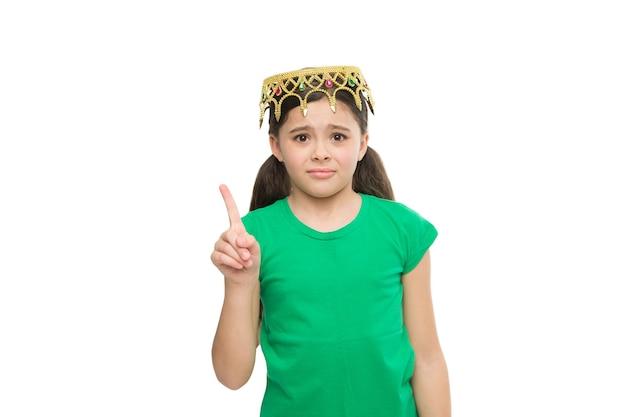勝つために生まれました。利己的なエゴイストの子供。自分が女王だと感じます。子供は彼女がビッグボスだと想像します。誇りに思う理由。夢が叶う。私はチャンピオンです。王冠を試してみる小さな女の子。