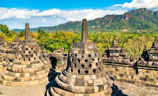 中部ジャワのボロブドゥール寺院。インドネシアで