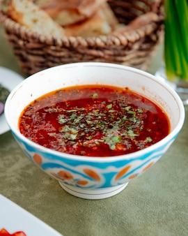 ボルシチキャベツニンジンビートの根菜の側面図