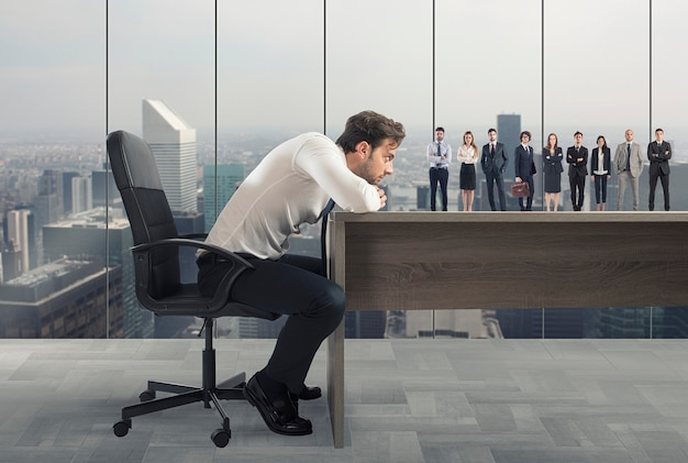 上司は職場に適した候補者を選択します。採用と作業チームの概念