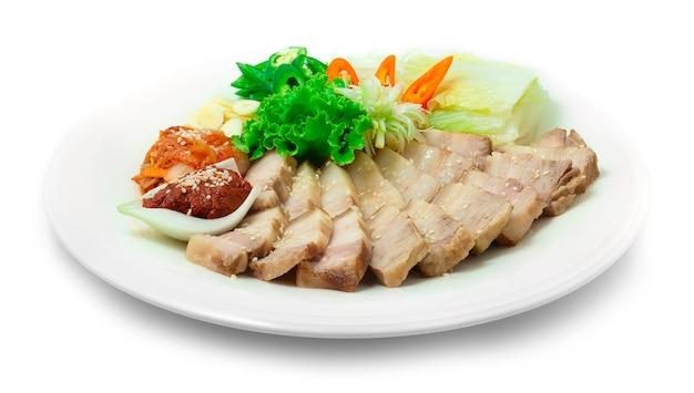 보쌈 한국식 삶은 돼지 고기 칠리 고추 매운 소스