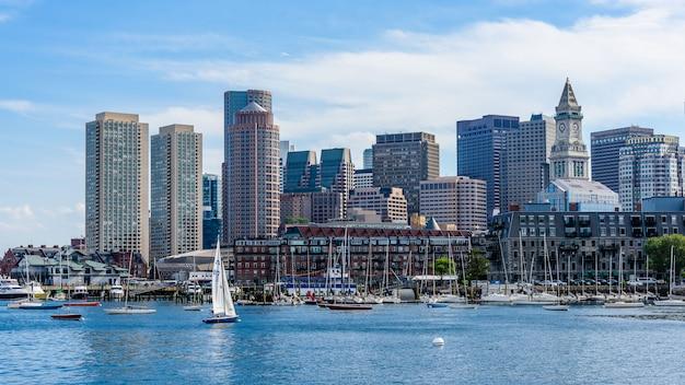 ボストンのスカイラインと港