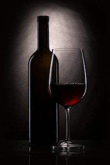 병 및 와인 잔