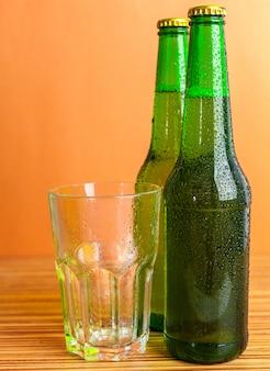 ボトルとグラスとビール