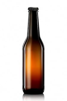 흰색 배경에 격리된 클리핑 패스가 있는 맥주 또는 사이다 한 병