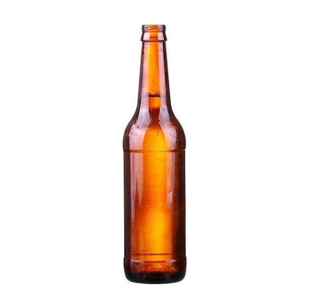 Бутылка пива с каплями, изолированные на белом