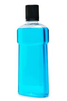 白い背景に分離された青いマウスウォッシュ液のボトル