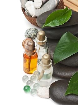 Бутылка косметических масел с камнями спа