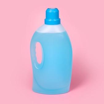 Бутылка моющего средства крупным планом