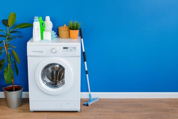 洗濯機、室内の洗剤のボトル