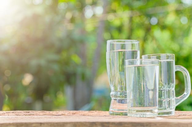 Бутылка питьевой воды. питьевая вода для здоровья