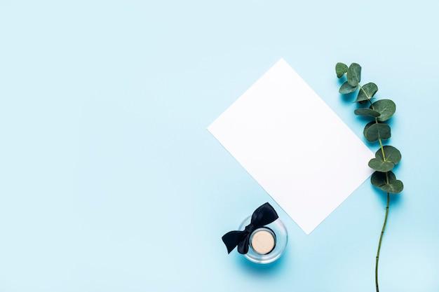 유칼립투스 에센셜 오일, 녹색 유칼립투스 지점 및 파란색에 대한 빈 종이 병