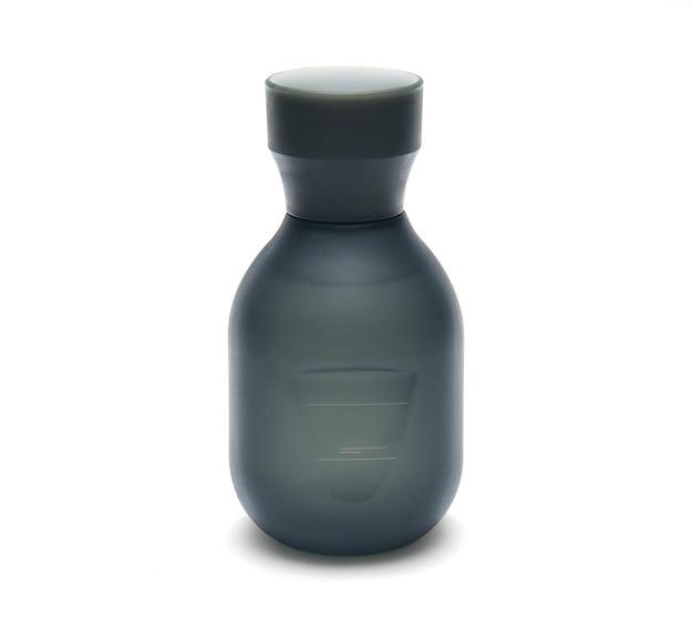 白い背景の上の男性の香水のボトル