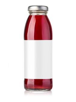 Бутылка красного сока, изолированные на белом фоне