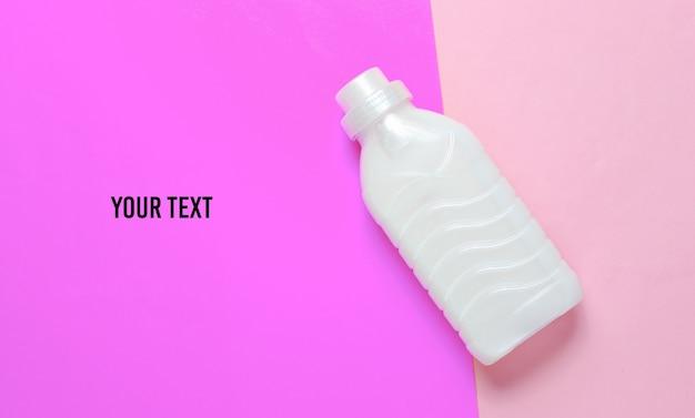 Бутылка геля для стирки на пастельных тонах