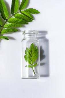 Флакон с травами для натуральных эфирных масел и органической косметики