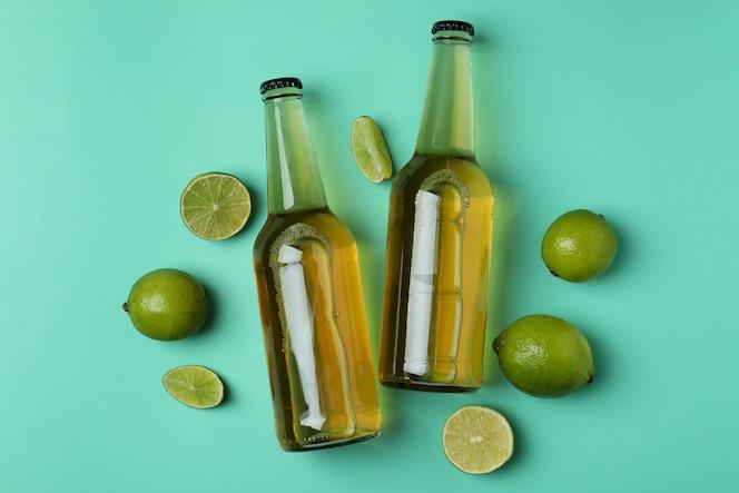 bottiglie di birra e lime alla menta