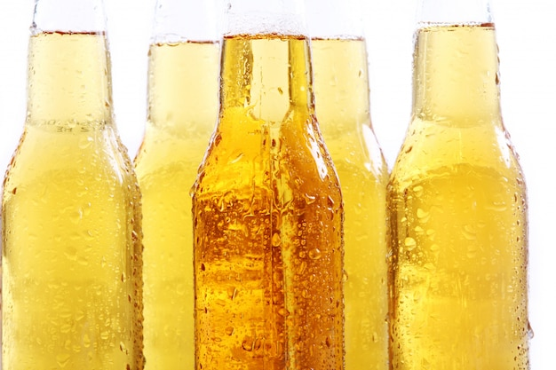 Бутылки холодного и свежего пива.