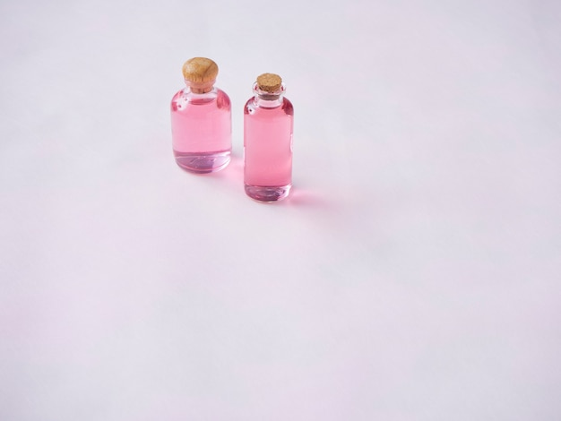 Бутылки эфирного розового масла