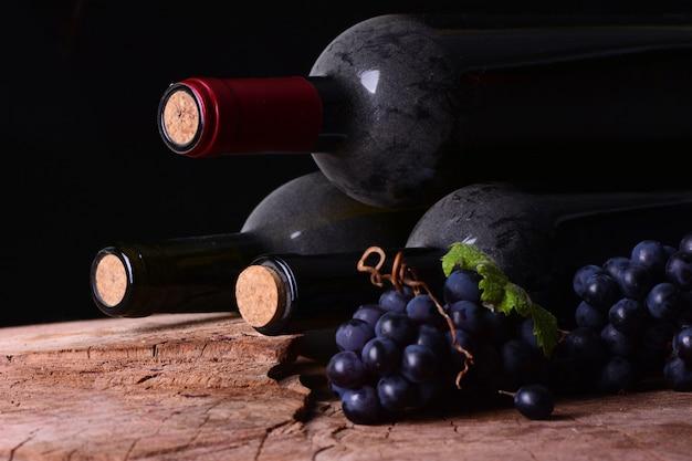 ワインとブドウのボトル