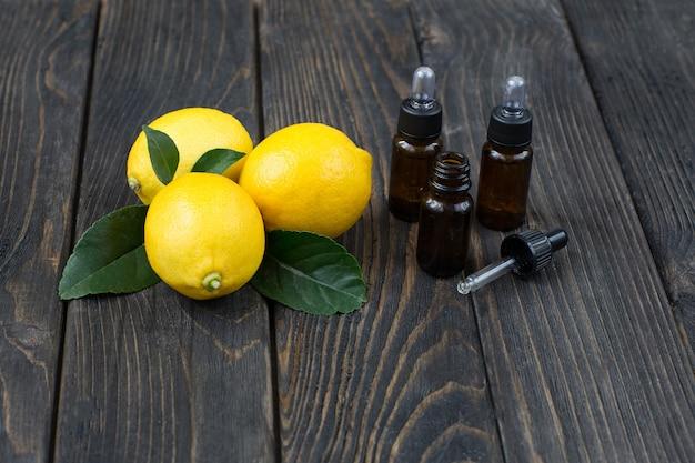 ディスペンサー、オイル、レモンのボトル