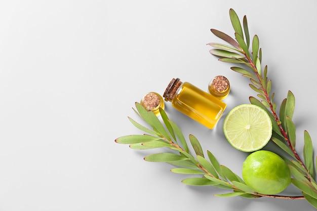 Бутылки с эфирным маслом цитрусовых на свете