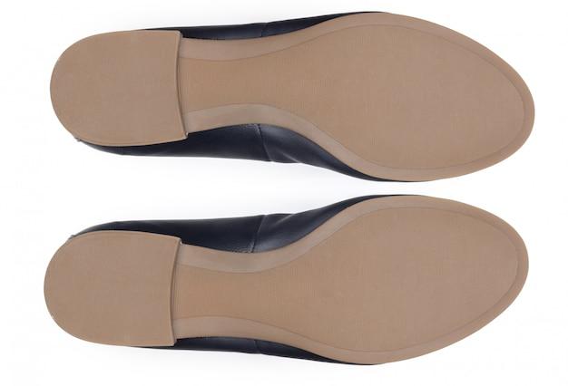 Нижняя часть ботинок, изолированная на белой предпосылке.