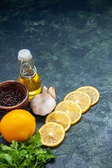 底面図レモンスライスオイルボトルグリーンキッチンテーブル