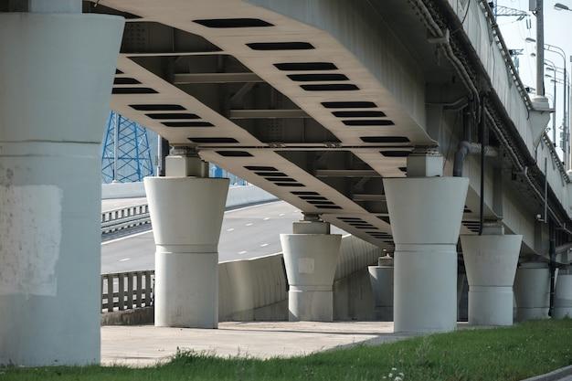 自動車高架橋のコンクリート柱の底面図