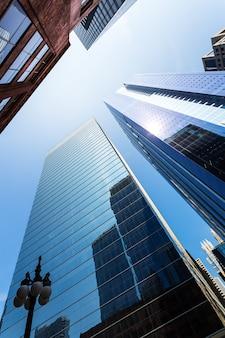 높은 고층 빌딩의 밑면